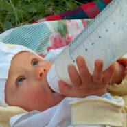 Výživa kojenců a strava batolat